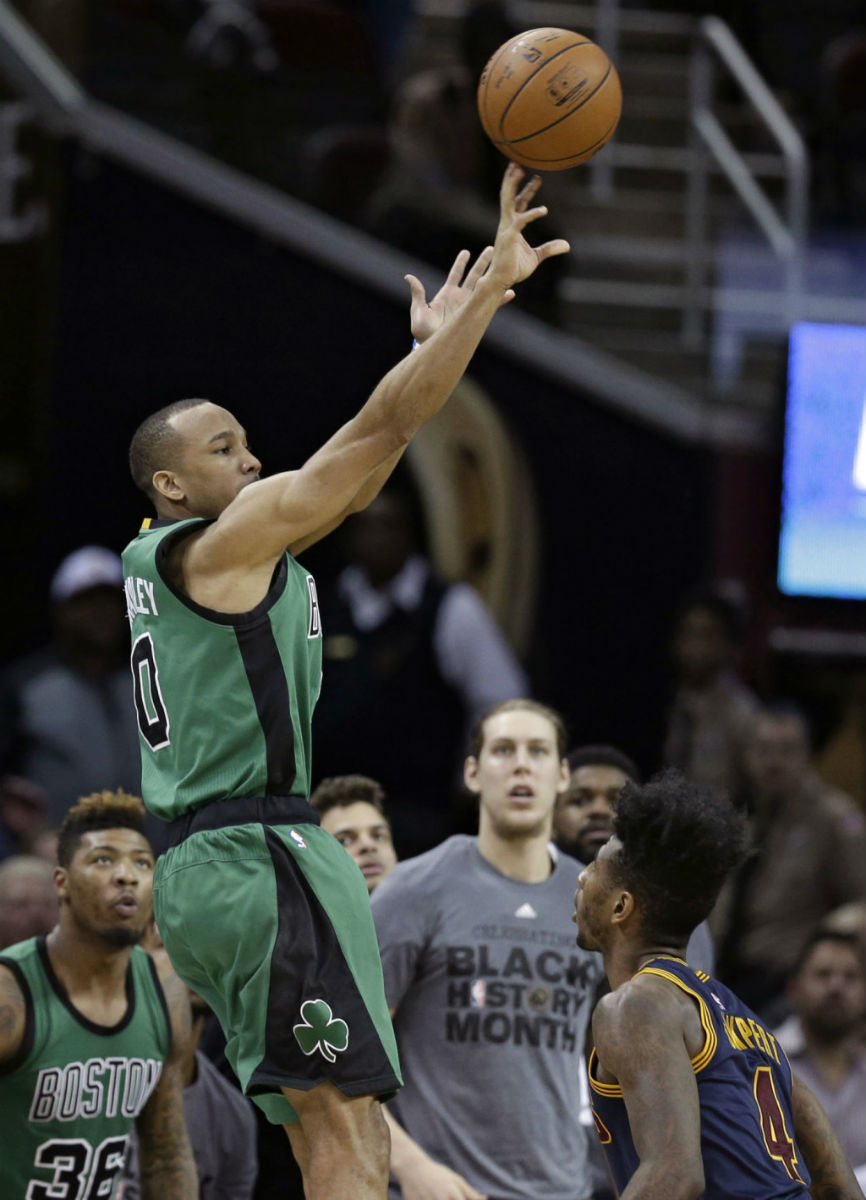 Avery Bradley Buzzer Beater adidas D Rose 5 Chicago Ice (2)