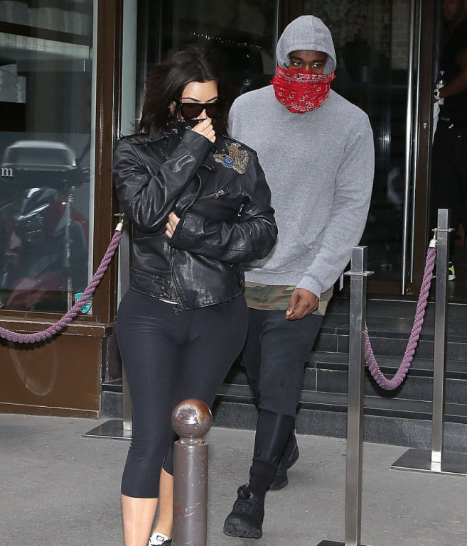 Kanye West wearing adidas ZX Flux Blackout (4)