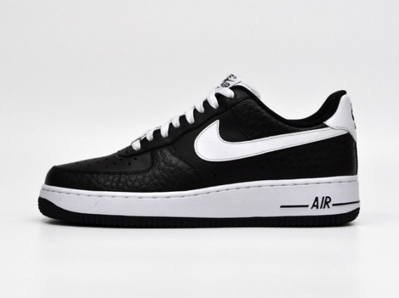 official photos 308de 21a01 Nike Sportswear will look to kick off the month of May on the right foot, treating  us to two simple make-ups of the Air Force 1 Low.