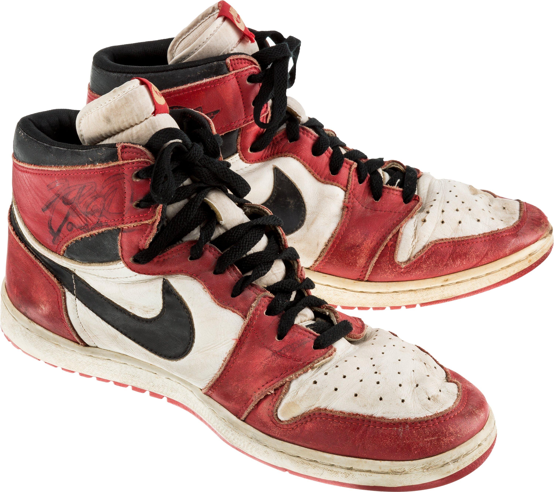 aeea835a098a0d Michael Jordan Signed Air Jordan 1 1985 Mint Condition