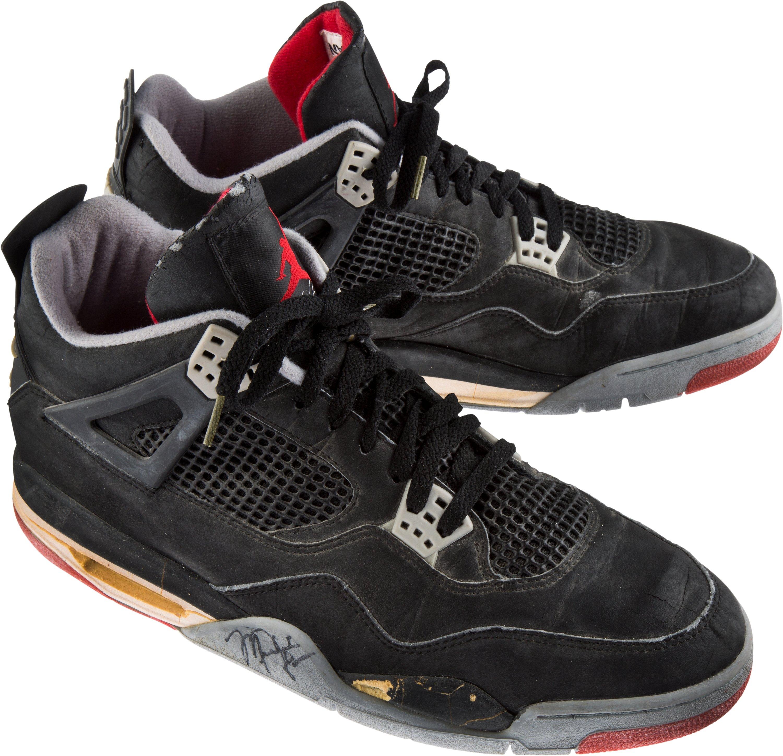 Michael Jordan Signed Air Jordan 1 1985 Mint Condition  f4d575017