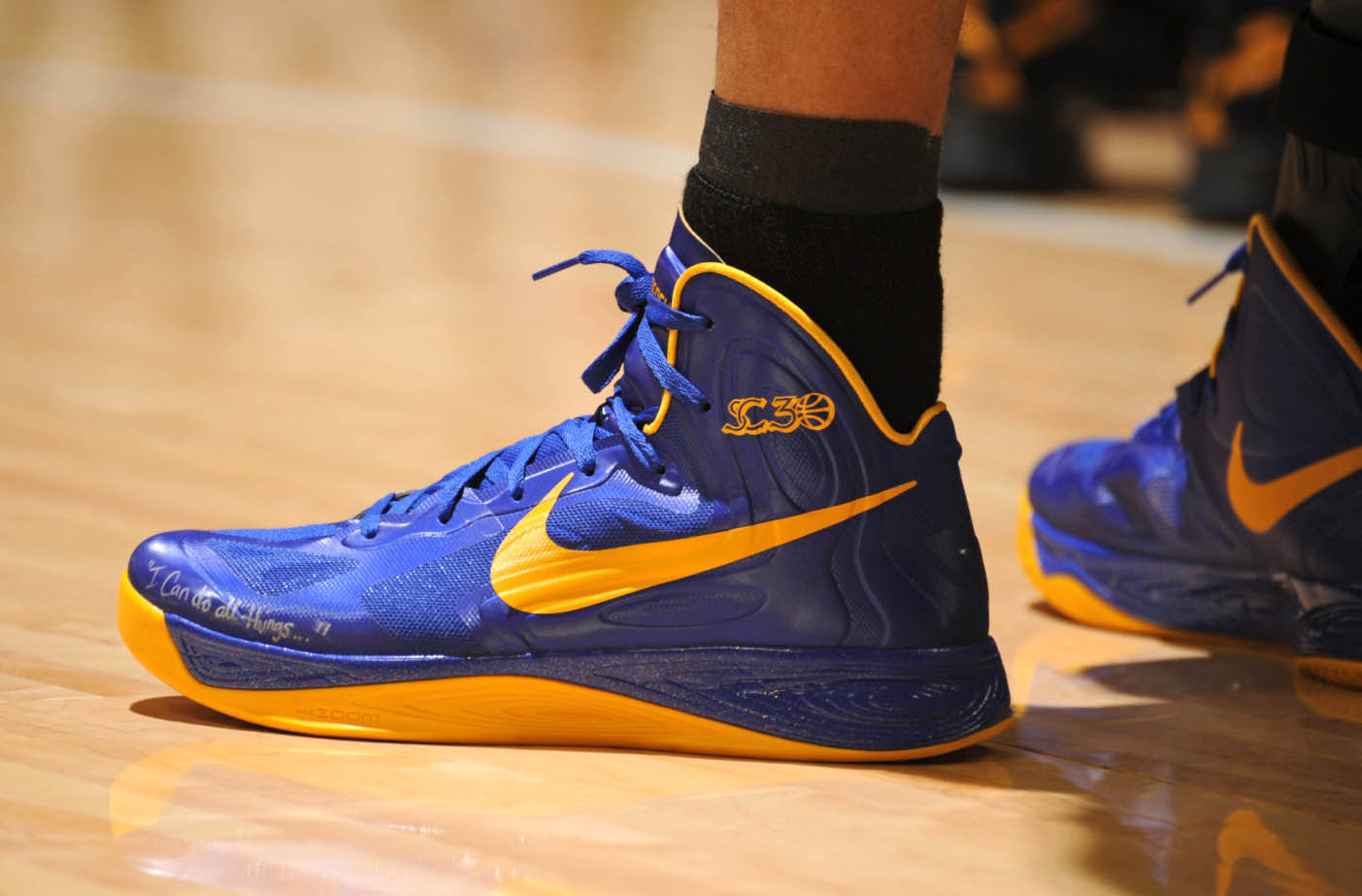 nike lunar hyperdunk stephen curry blue and yellow shoes