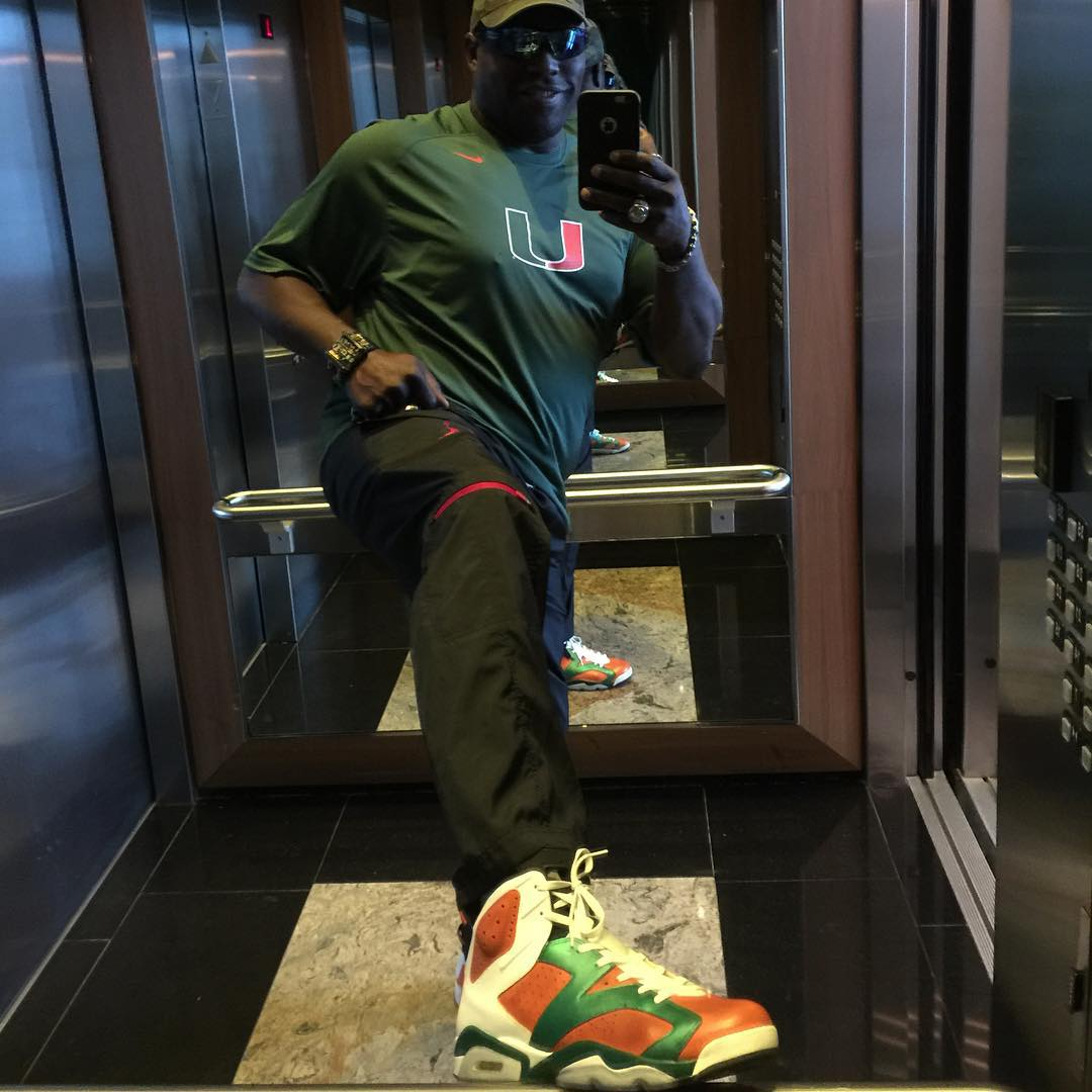 Warren Sapp wearing the 'Miami Hurricanes' Air Jordan 6