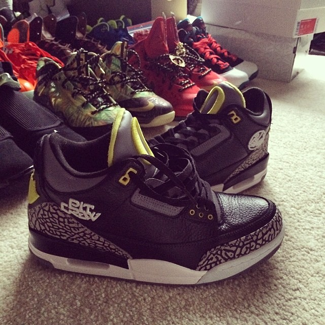 Joe Haden Picks Up Air Jordan III 3 Oregon Ducks Pit Crew Away