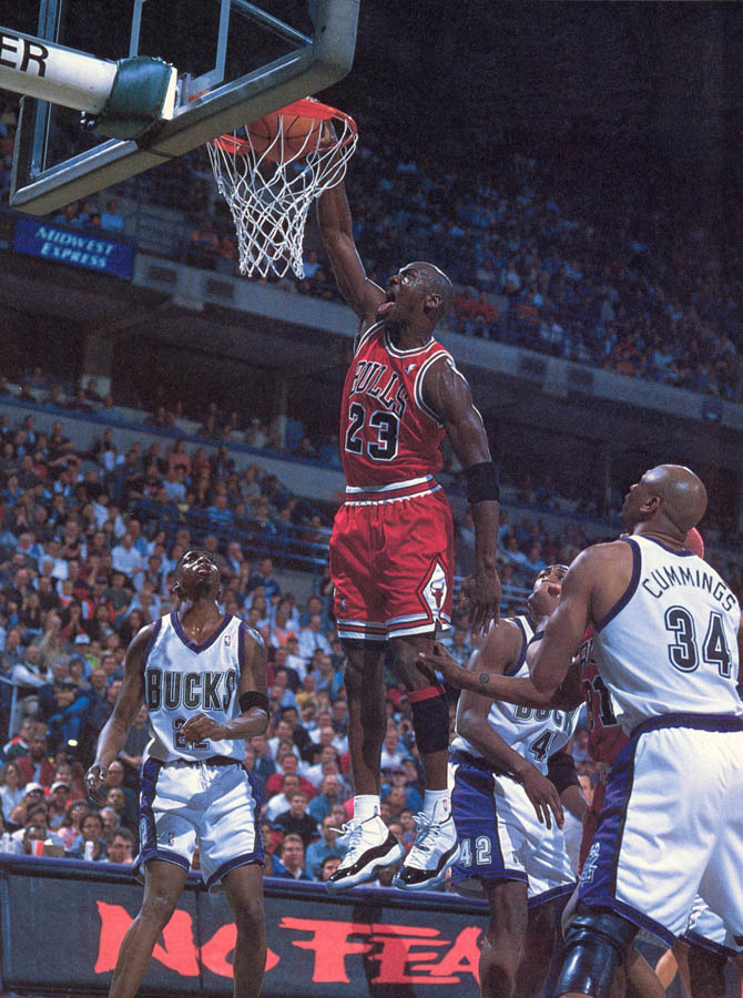 Michael Jordan wearing Air Jordan XI 11 Concord (27)