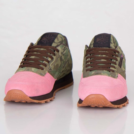 Shoe Gallery x Reebok Classic Leather Flamingos at War pink toe