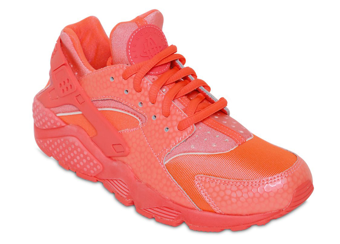 This all-red Nike Huarache release will be available this summer at  retailers like Luisa Viaroma. 47307c087