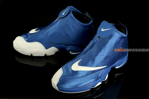 Nike Air Zoom Flight The Glove - Blue / White Nike Air Zoom Flight The Glove – Blue / White This past month we've seen the Nike Air Zoom Flight The Glove in a variety of colorways, and today we're seeing images of a newly surfaced pair that might be hitting the shelves.