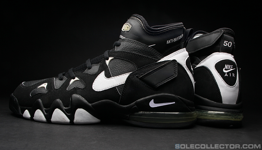 Today marks David Robinson's birthday so we'll take a look at a pair of his  original Air 2 Strongs.