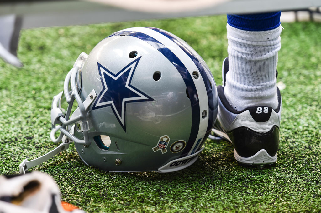 7c10bca26 Does Dez Bryant Have the Best Air Jordan Cleats in the NFL