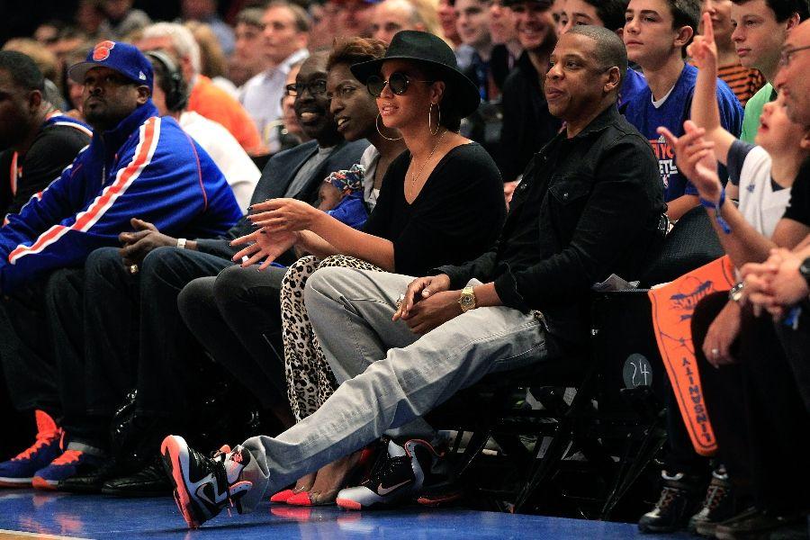 8ebd581fa5ae Jay-Z wearing Nike LeBron 9 IX Mango (1)
