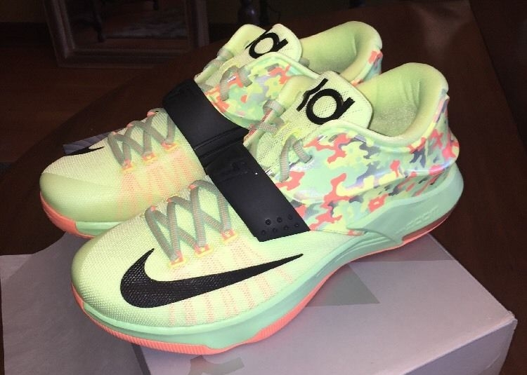 half off a1404 115c4 Kevin Durant goes pastel with this new pair.
