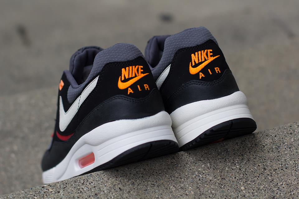 Nike Air Max Light Essential in Black Sail and Black Pine heel
