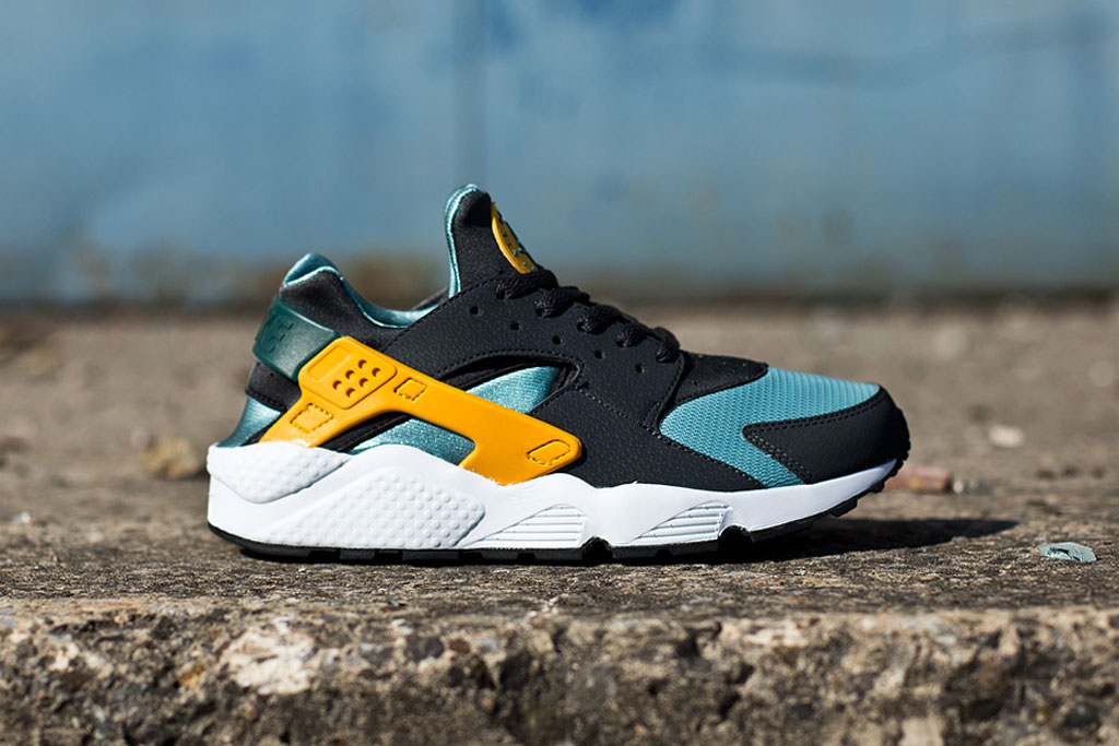 online store a4d87 c25d2 The  Catalina  Nike Air Huarache is available now at select Nike Sportswear  retailers overseas such as Titolo. No word if they will drop stateside but  if ...