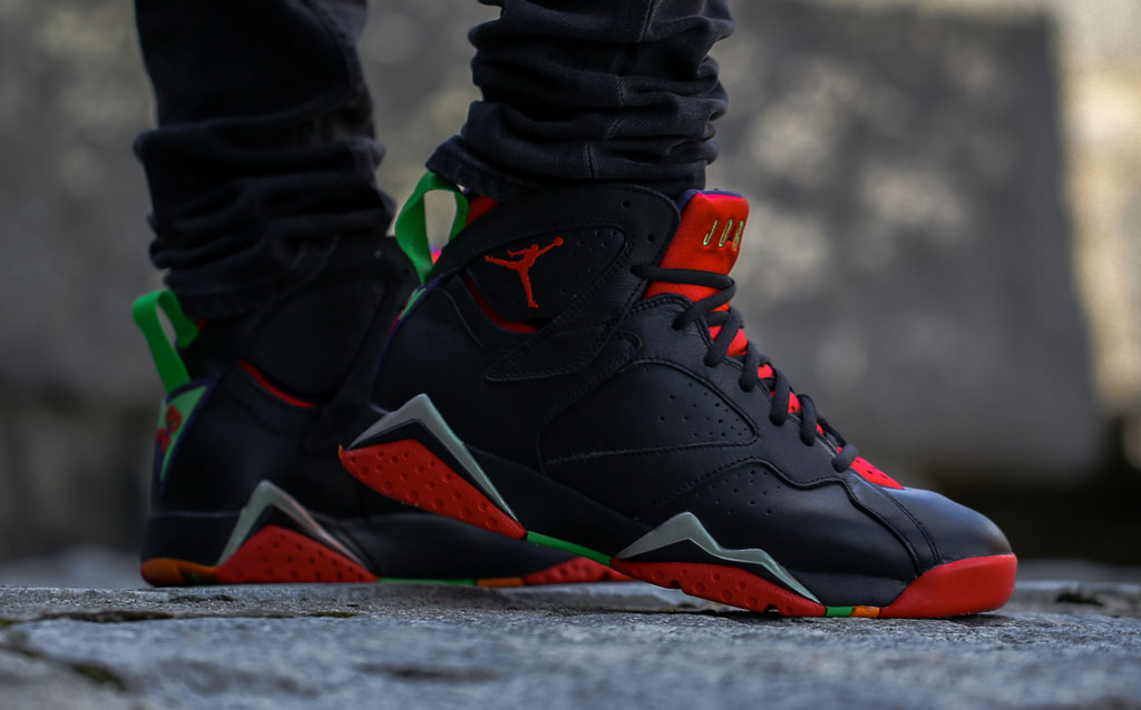 7730b2379a87 Air Jordan 7 Marvin the Martian On-Foot 304775-029 (1)