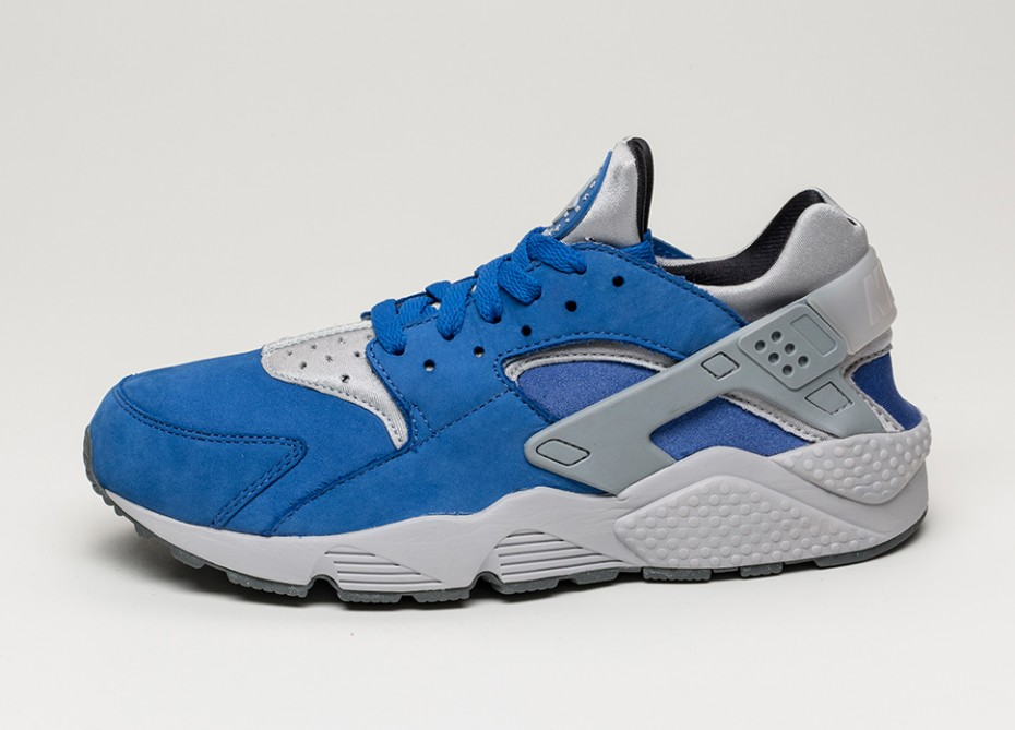 Blue and Grey Share This Premium Take on the Nike Air Huarache ... be53bc41cfd3