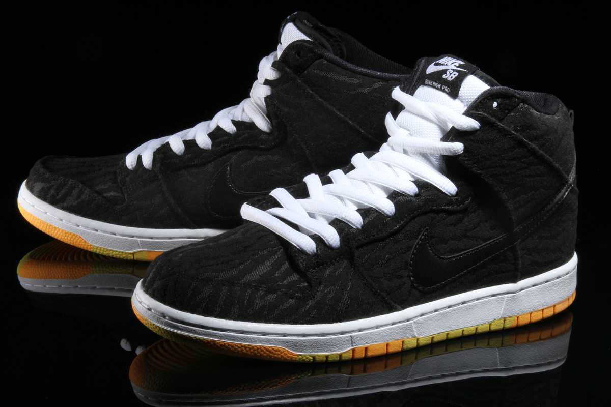 Nike Dunk High Skunk 2016 305050-034 | Sole Collector