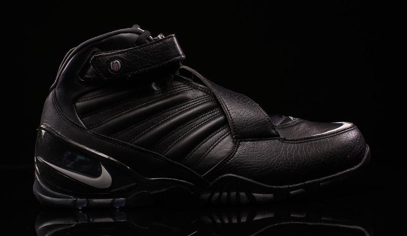 sports shoes e36a7 44330 Nike Vick 3 Black 832698-002
