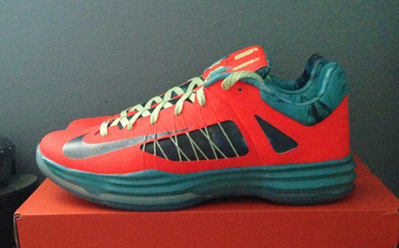 new style 653e3 a12a9 Get a full look at the unreleased  Area 72  Hyperdunk 2012 below.