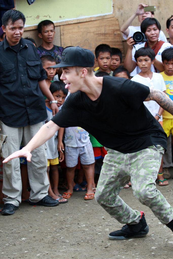 7ad6fe1c4db2d5 Justin Bieber wearing Supra Skytop 4