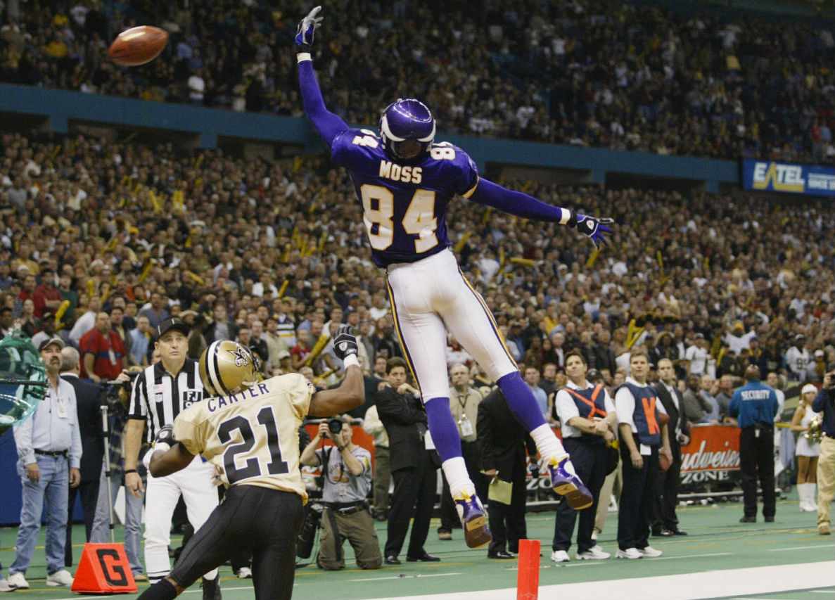 Randy Moss wearing Air Jordan IX 9 Minnesota Vikings PE (7)
