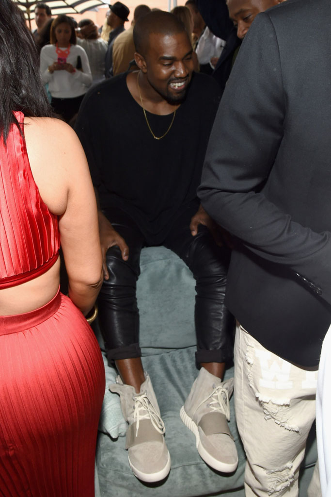 53064e73c1e7 Kanye West Seen Wearing His adidas Yeezy Sneakers