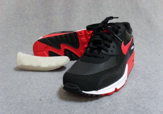 red black and white nike air max 90