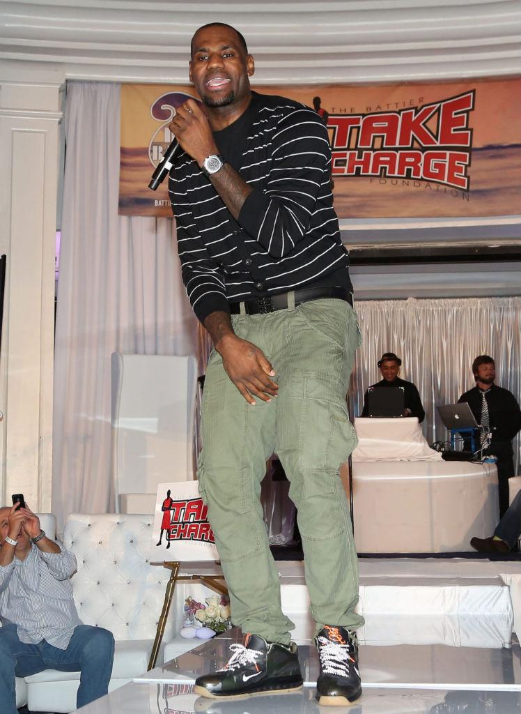 official photos df432 36efd LeBron James wears Nike LeBron 9 Low Camo War Vet (4)