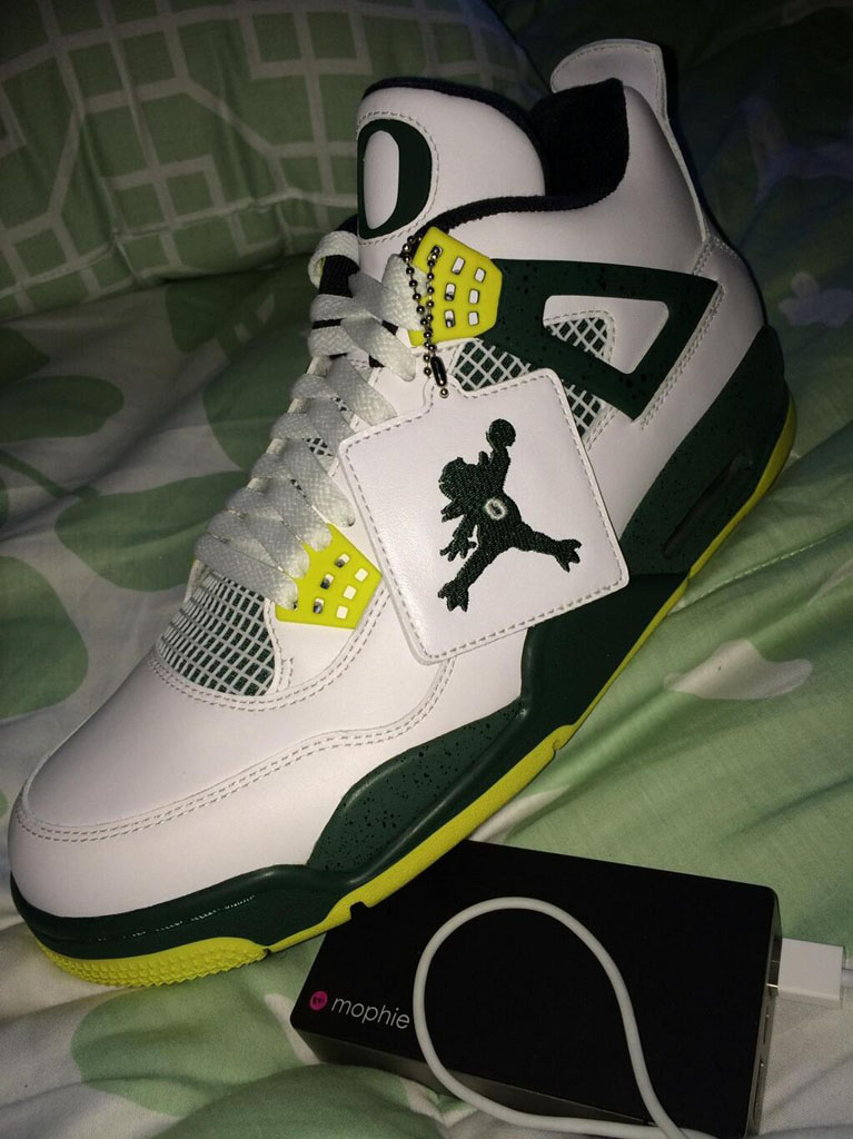 Mark Wahlberg Picks Up 'JumpDuck' Oregon Air Jordan 4