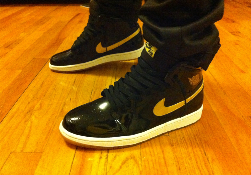 air jordan 1 black and metallic gold