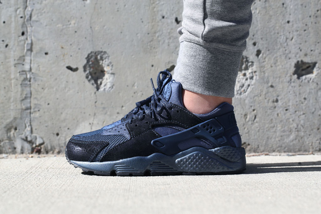 nike huarache navy and black