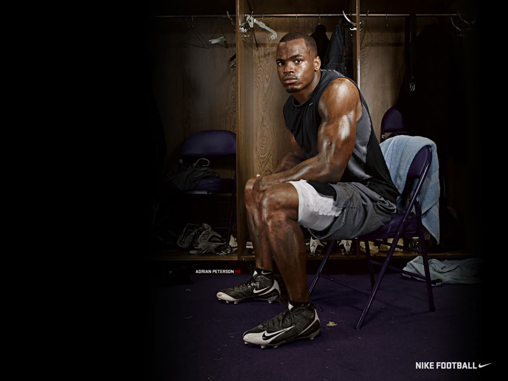 Adrian Peterson : Officially Back With Nike