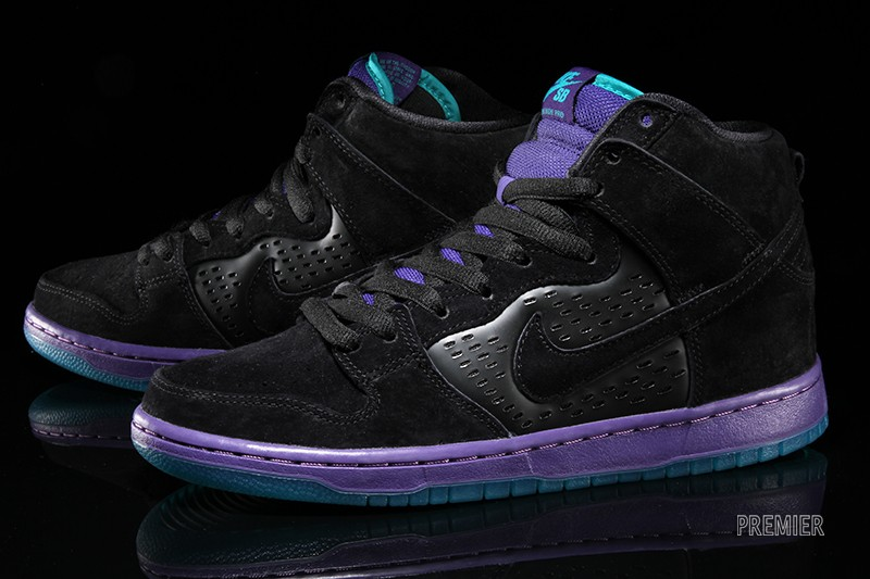 best website 6508b 3a7a4 Nike SB s  Grape  Dunks Are Up for Grabs Now
