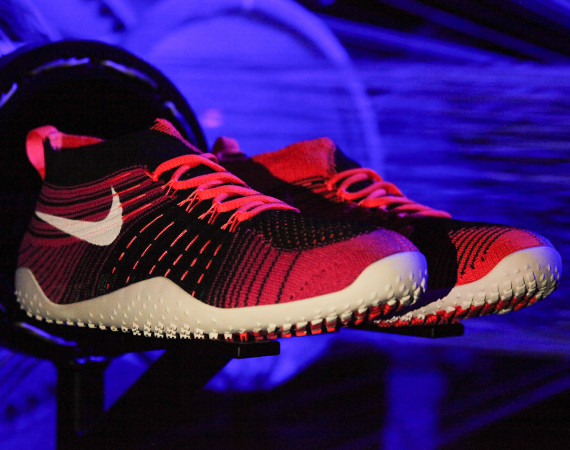 Nike Free Hyperfeel Trainer in black and red