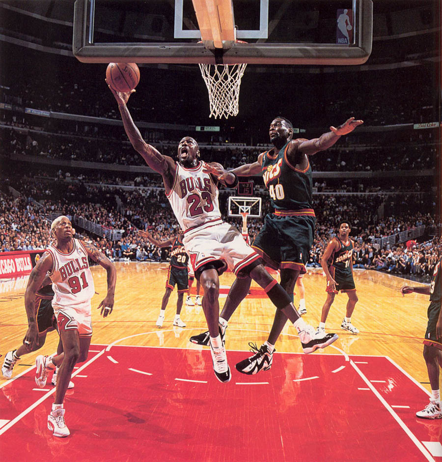 Michael Jordan wearing Air Jordan XI 11 Concord (04)