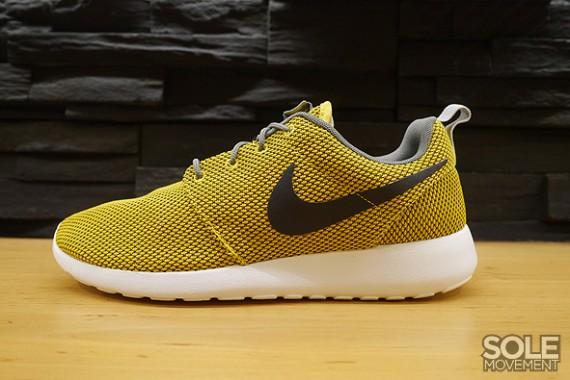 watch 36fc5 c4b83 Nike Roshe Run - GreyYellow