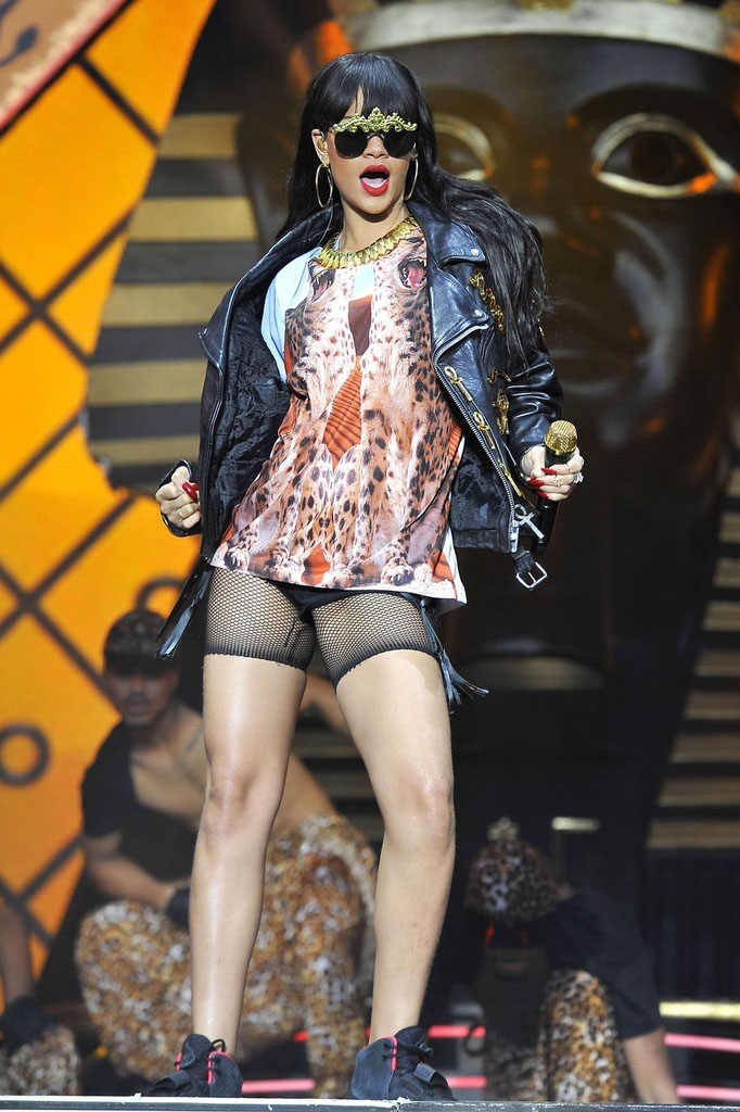 Rihanna wearing Nike Air Yeezy 2 (1)