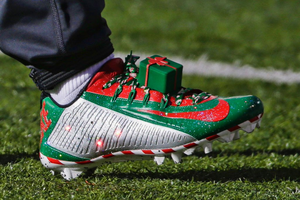 Odell Beckham Light Up Christmas Cleats (2)