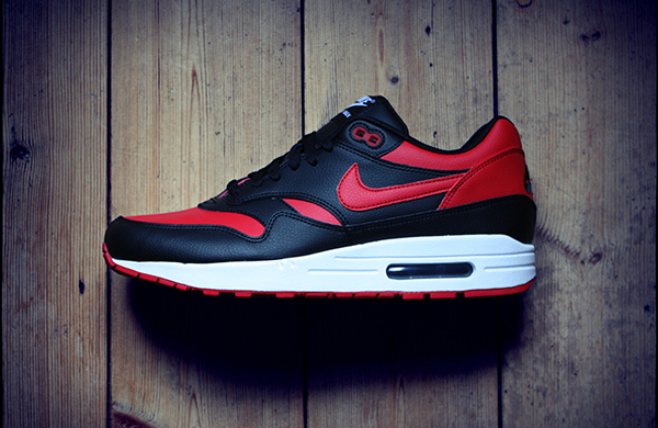 reputable site dcc0c 6be2b A graphic designer from the UK nails this Jordan-inspired NIKEiD take on  the Air Max 1.