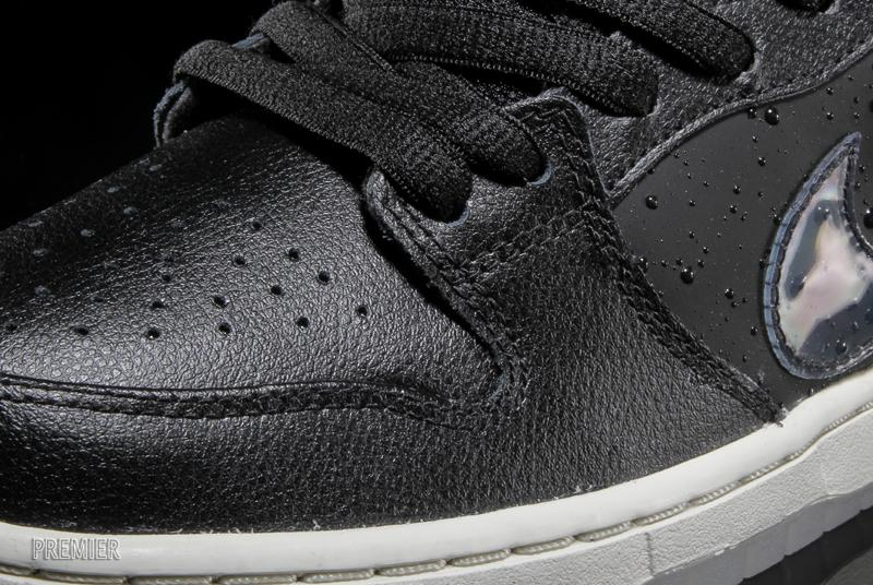 Nike SB Dunk Low QS Rain simulated moisture