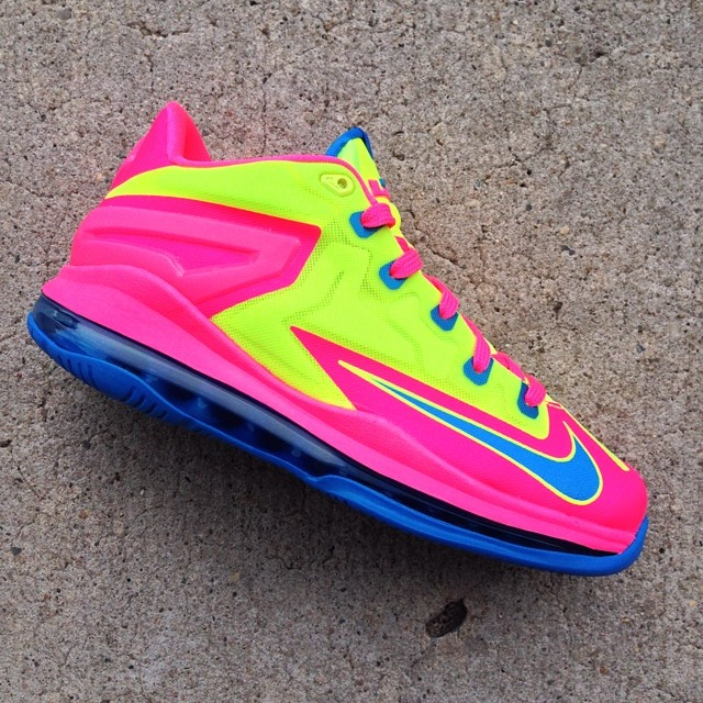 Nike LeBron XI 11 Low GS Volt/Photo Blue-Pink