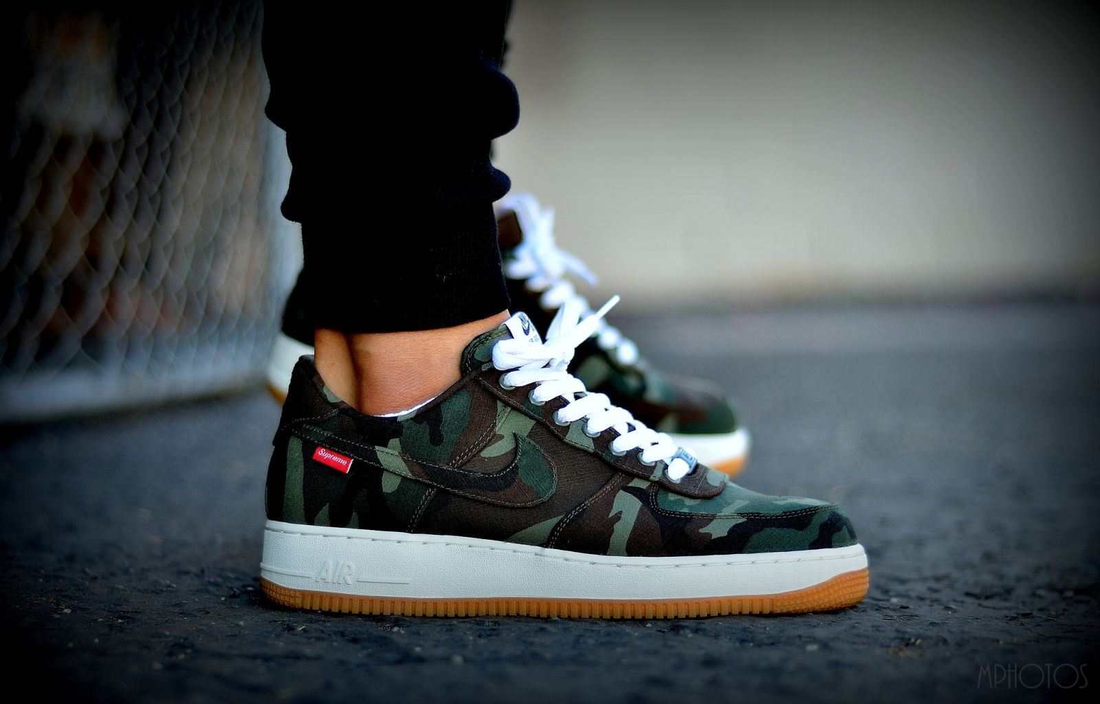competitive price c32d6 55671 Supreme x Nike Air Force 1 Low