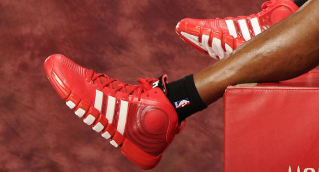 Dwight Howard wearing adidas D Howard 4 Houston Rockets (2)