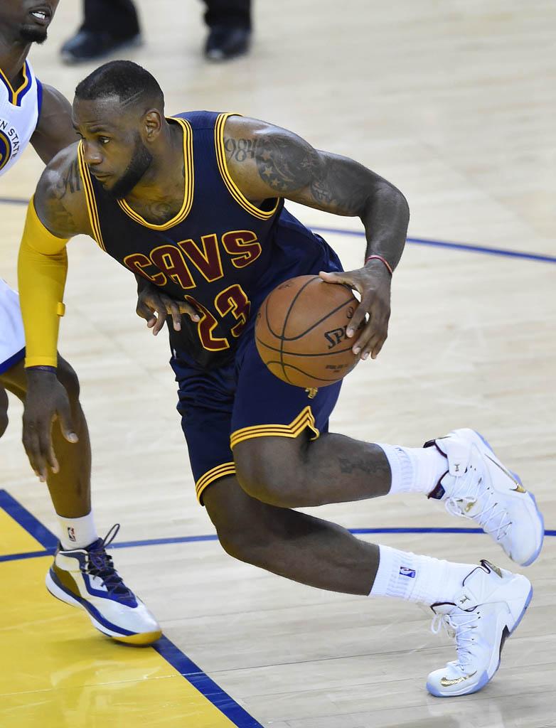 LeBron James Drops 44 in a Nike LeBron