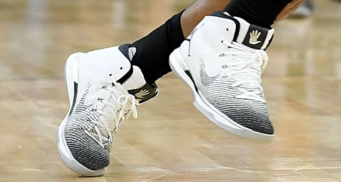 Kawhi Leonard Wears White/Black Air Jordan 31 PE (4)