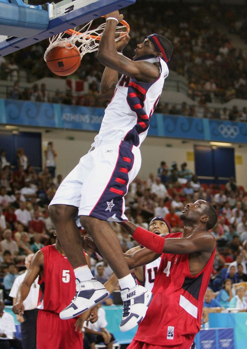 6afd83bb36174 Throwback Thursday    LeBron James In The Nike Zoom LeBron II