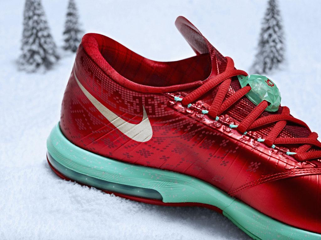 b228416a28b131 Nike Basketball 2013 Christmas Pack    LeBron 11