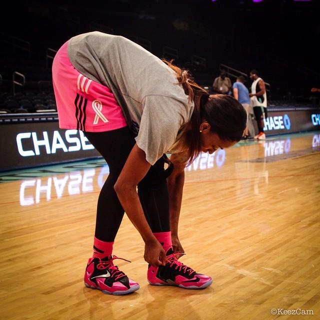reputable site 5cb86 cc0c5 Swin Cash Wears 'Breast Cancer Awareness' Nike LeBron 11 ...