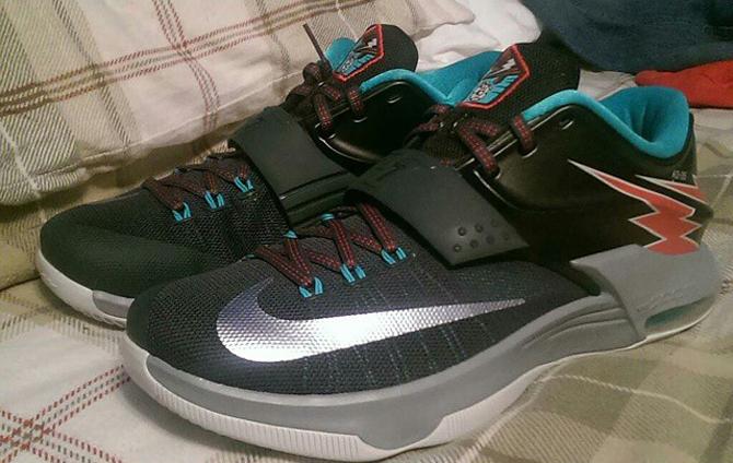 See How The Nike Kd 7 Thunder Bolt Looks On Feet Sole