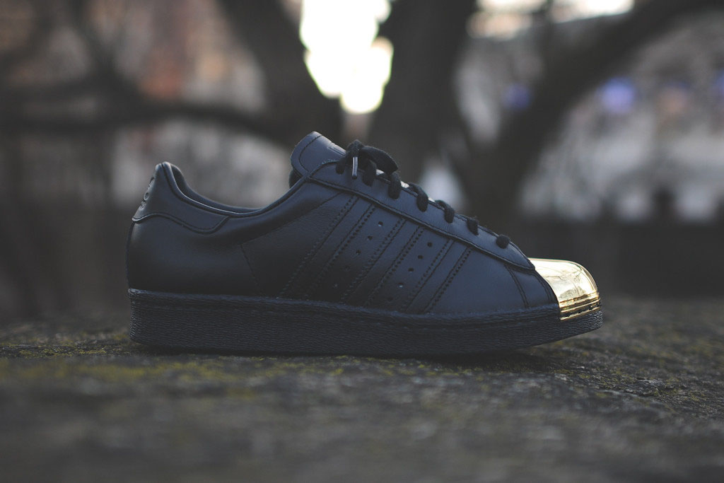 sale retailer 7cfc6 80fb2 adidas Originals Womens Superstar 80s Metal Toe BlackGold (2)